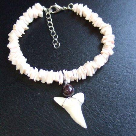 【訳あり現品】メジロザメの歯と貝殻ビーズのネックレス - BLB-13023