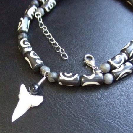 【表示現品】メジロザメの歯 ボーンビーズネックレス - BLN-12038