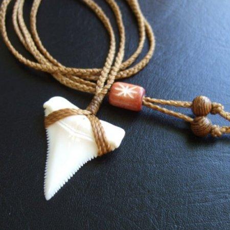 【表示現品】3.3cm ホホジロザメ(ホオジロザメ) の歯ペンダント - 21005zhb