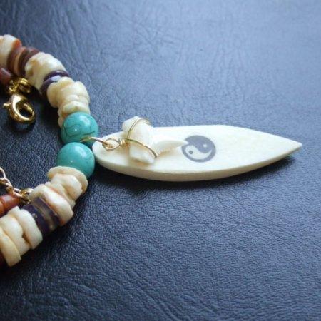 【表示現品】ホオジロザメの歯サーフボード・ビーズネックレス - 21099zhb