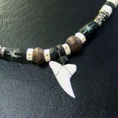 本物のサメの歯ネックレス - 20043etk