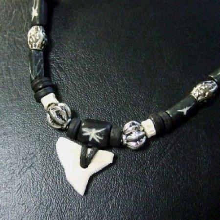 本物のサメの歯ネックレス - 20045etk