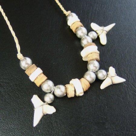 本物のサメの歯ネックレス - 20061esw