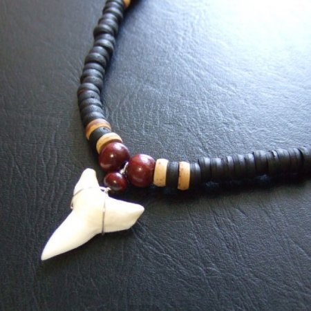 オオメジロザメの歯(下・大) ビーズチョーカー - 20719zhb