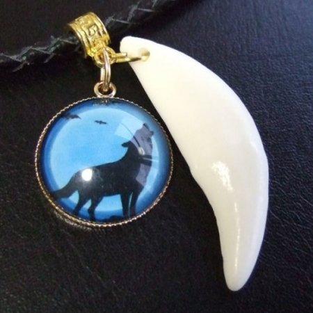 [表示現品] オオカミ柄ガラスメダル付狼牙ペンダント大 (青) - 15455zhb